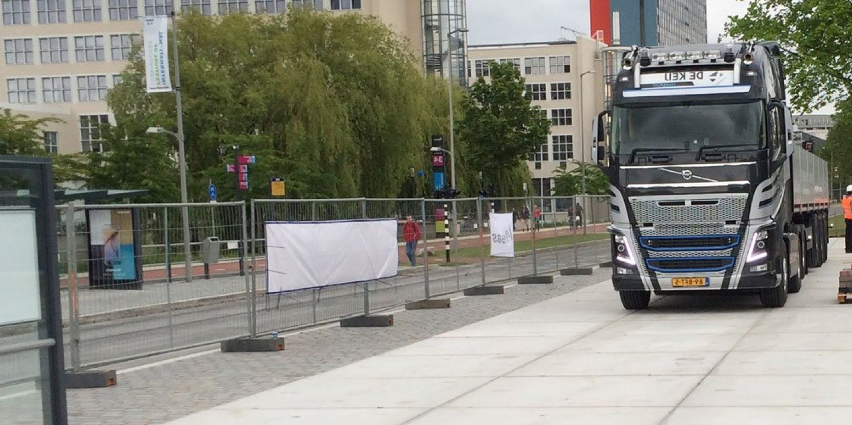 De Keij Betonplaten & Keerwanden | Project TU Delft | Tijdelijke terreinverharding voor krattenbrug