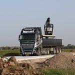 Leggen van betonplaten 200x200x.16cm | Vrachtwagen met vacuüm hijssysteem | Project Tiel