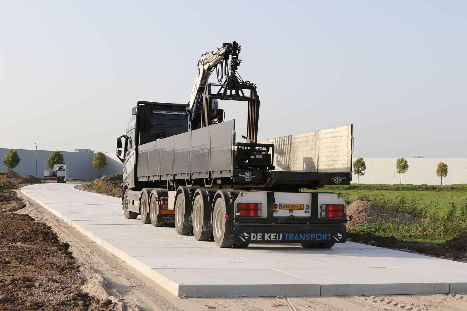 Toegangsweg   Leggen betonplaten 200x200x.16cm   De Keij Betonplaten