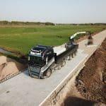 Betonplatten mit LKW verlegen | De Keij