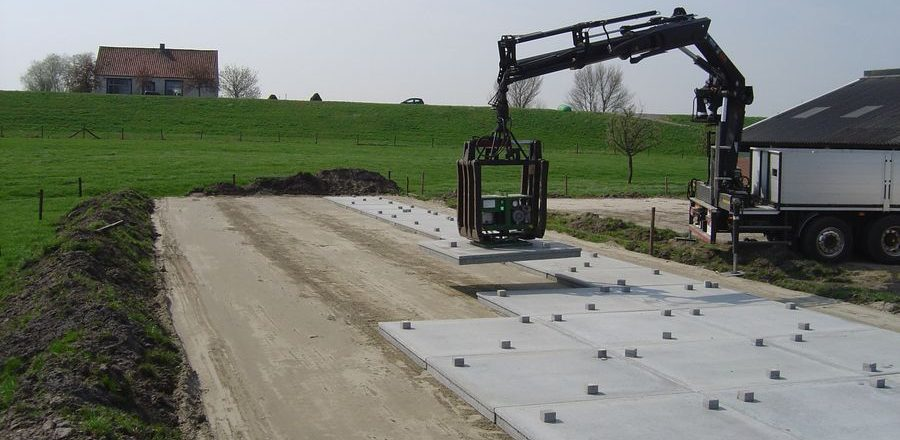 De Keij Betonplaten & Keerwanden | Leveren en leggen betonplaten voor sleufsilo