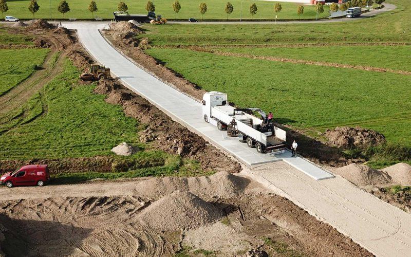 Toegangsweg | Betonplaten 200x200cm | Project Tiel | De Keij