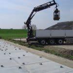 Leggen van betonplaten 200x200cm met vacuüm hijssysteem