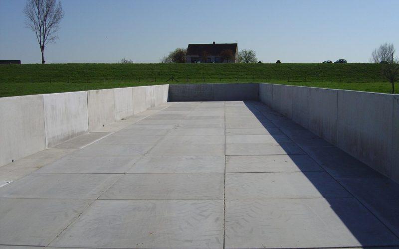 Gerealiseerd sleufsilo bestaande uit betonplaten en keerwanden | Project Oosterhout