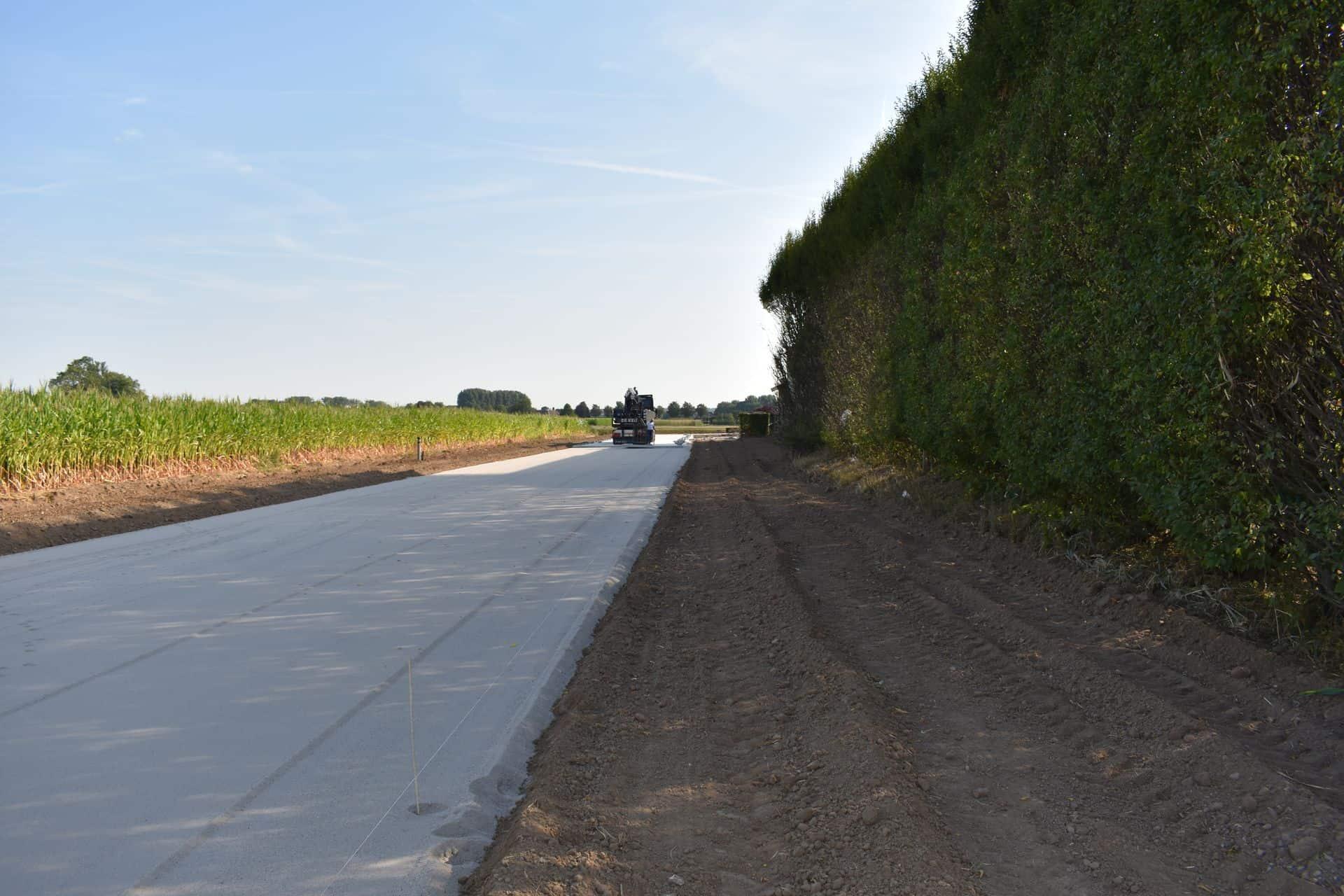 De Keij | Egaliseren van ondergrond en leggen van betonplaten