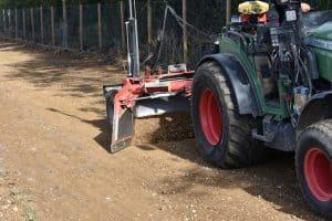 Wat is de perfecte ondergrond voor een betonplaat? | Egaliseren puinbaan