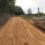 Projekt Flamstead (UK) | Nivellierung des aufgetragenen Sandes