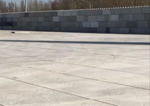 Industrieterrein met betonplaten