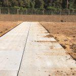 Aufbringen von Bodenaushub auf die Zufahrtsweg