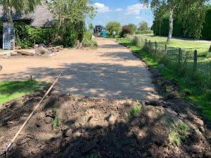 Egaliseren van zandbaan | Betonplaten plaatsen | De Keij