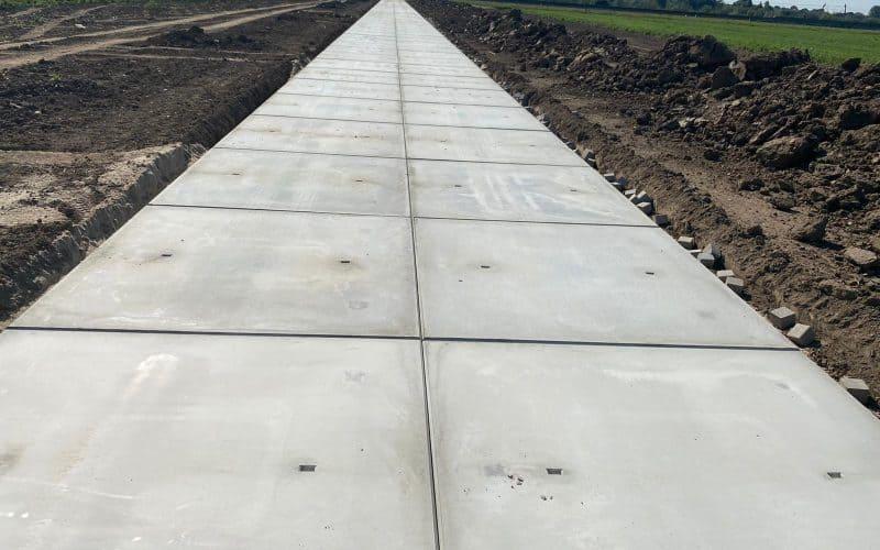 Kavelpad met betonplaten | Betonplaten 200x200cm | De Keij