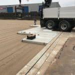 Betonplaten verlegen mit LKW | Betonplatten befahrbar