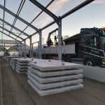 Betonplatten transportieren | Betonplatten verlegen mit Schaufel | De Keij