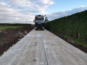 Kavelpad met grove betonplaten 200x200cm | De Keij