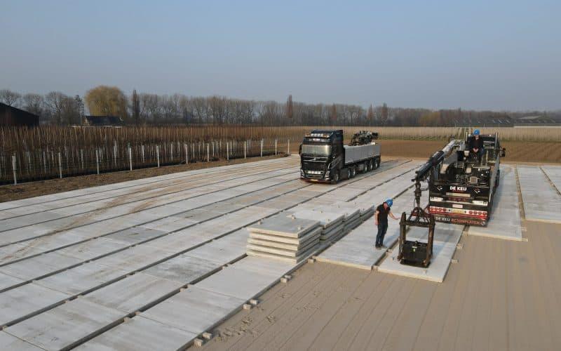 Betonplatten kaufen | Betonpflaster Containerfläche | De Keij